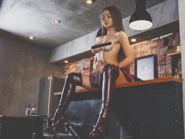nahé modely na vysokých podpatcích