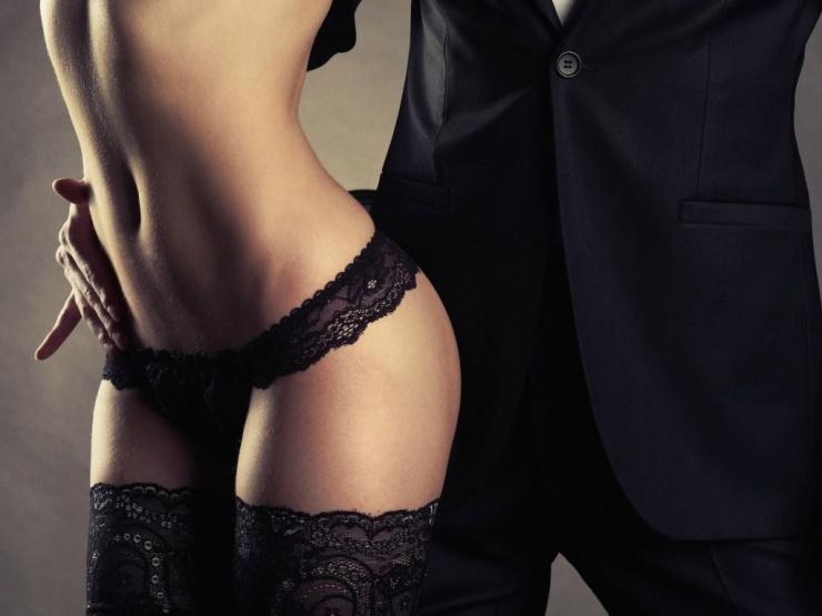 заключении, сексуальное наказание для парня лижут пальцы