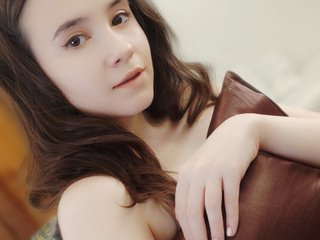 EssenceFemale: Live Cam Show