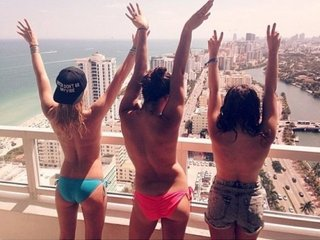 3girls: Live Cam Show