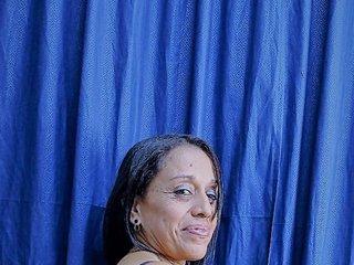 milf-camila's Live Webcam
