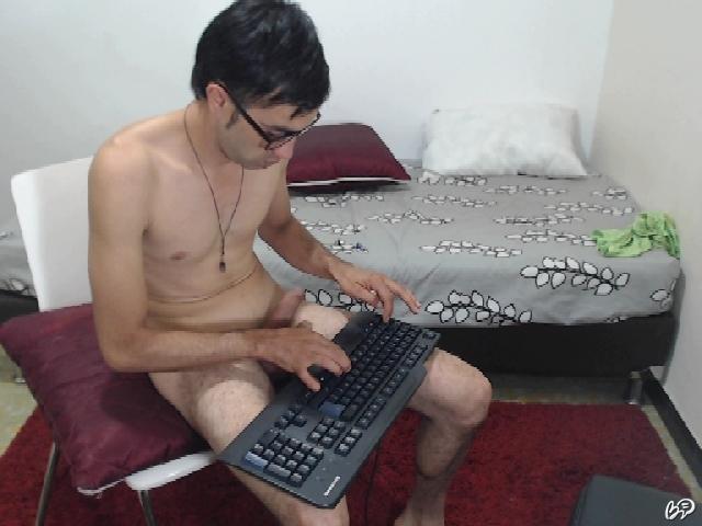 paren-masturbiruet-pisechku-onlayn-devushku-filme